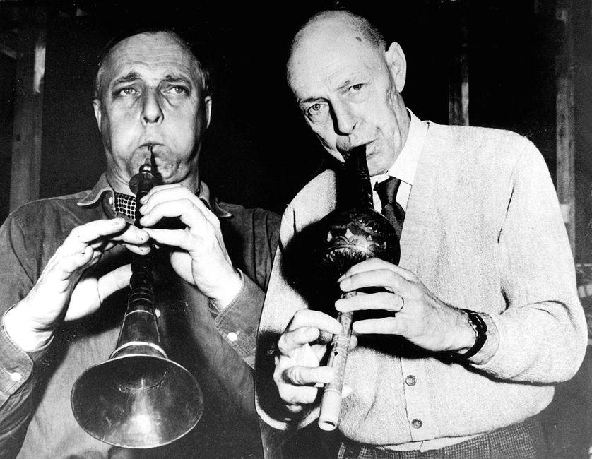 Asger Jorn et Jean Dubuffet jouant ensemble, 1961