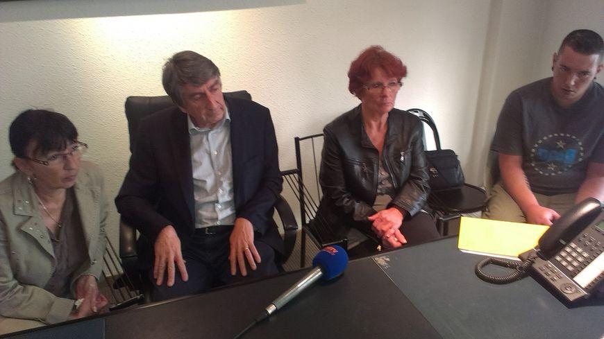 Les familles de victimes avec leur avocat maître Etienne Nicolau