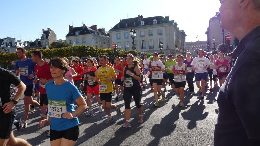 RATJ 2014 - 10km France Bleu - passage place du Forum