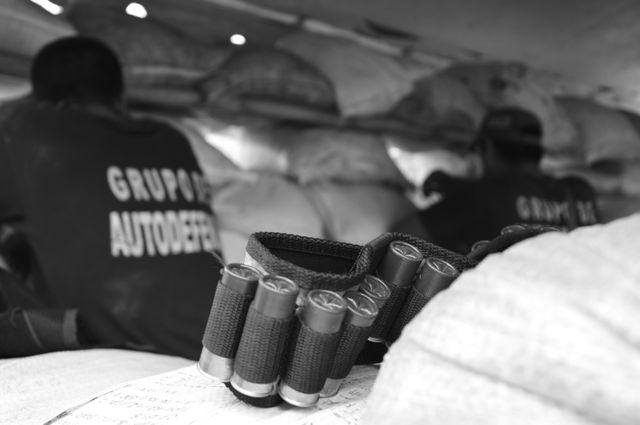 Les citoyens mexicains obligés de s'armer pour lutter contre les cartels. Image tiré de Narco-finance diffusé sur Arte