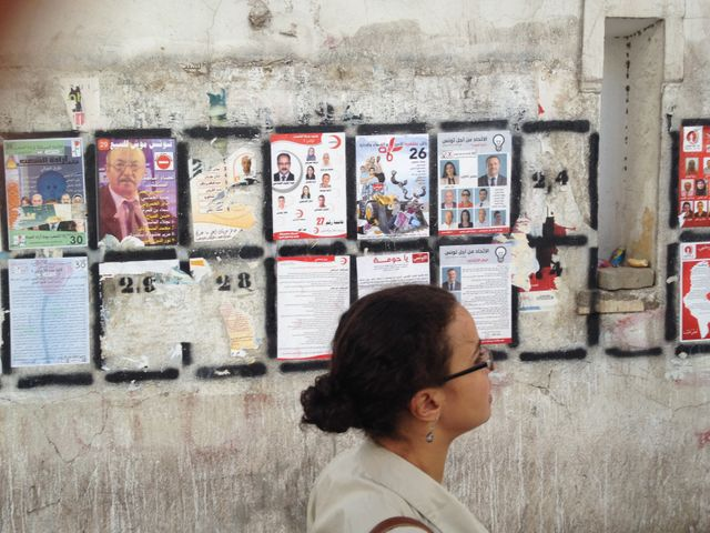 AFFICHES ELECTORALES A TUNIS POUR LE SCRUTIN DE DIMANCHE
