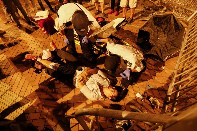 Les policers interviennent sans ménagement ce mercredi à Hong Kong