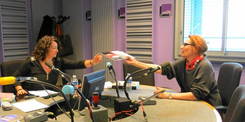 France Culture studio 153, quelques minutes avant... Aline Pailler & Marie Desplechin (de gauche à droite)