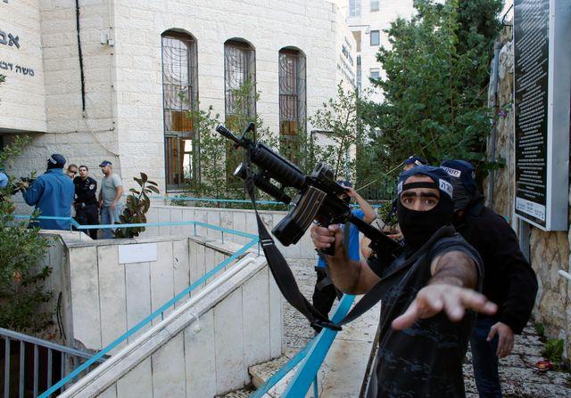 Les secours et la police sur les lieux de l'attentat