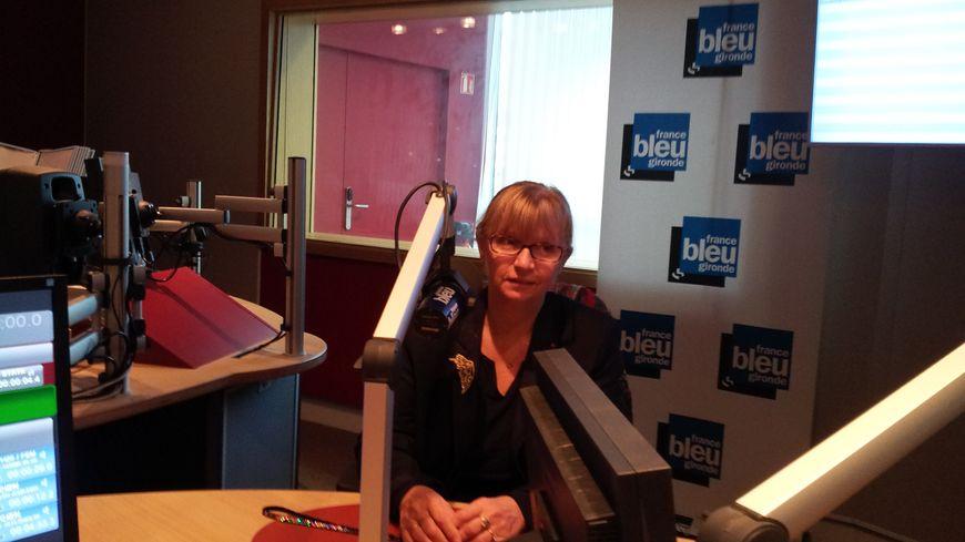 Brigitte Jullien dans le studio de France Bleu Gironde