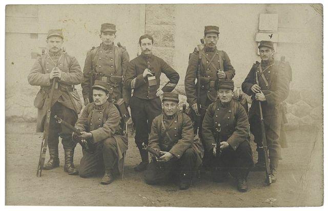 Carte postale d'époque réalisée d'après la photo d'un soldat