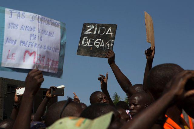 Les manifestants place de la Nation à Ouagadougou