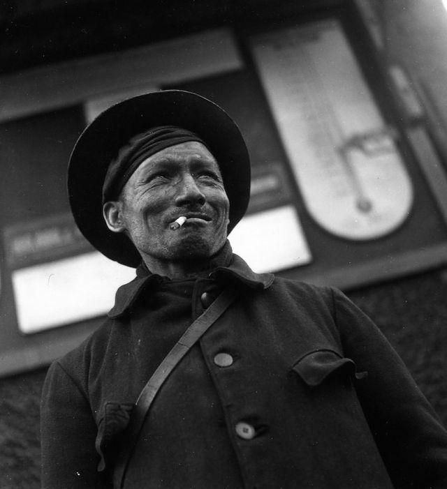 Mineur Lens 1945