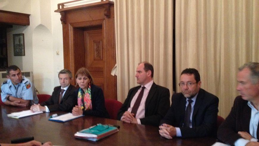 Aux côtés des la préfète des Pyrénées-Orientales, le procureur et le maire de Prades on signé un convention de rappel à la loi