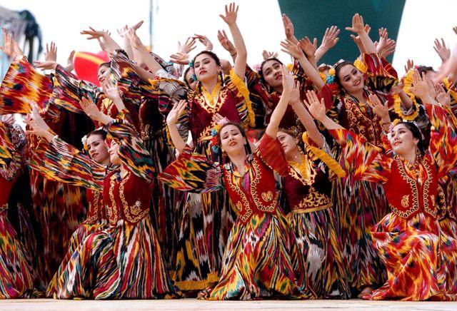 Des danses uzbek le jour de l'an (Nowrouz)