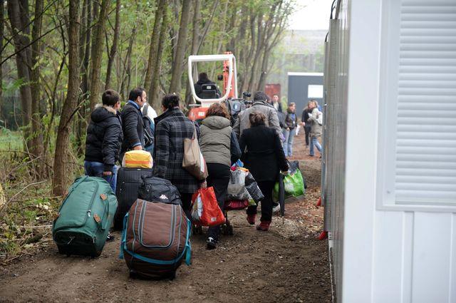 2vacuation de demandeurs d'asile albanais qui vivaient sous un pont