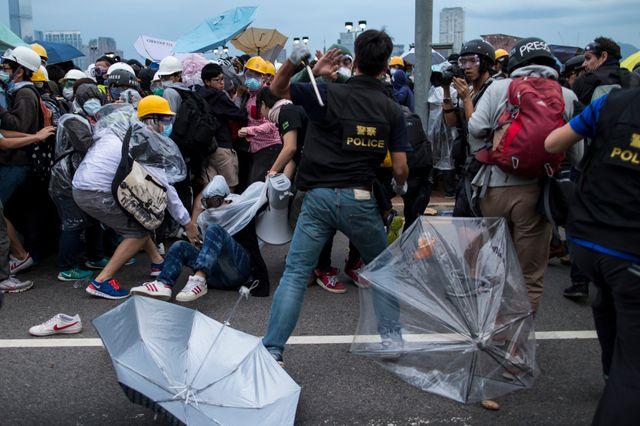 Les manifestants ont encerclé le siège de l'exécutif