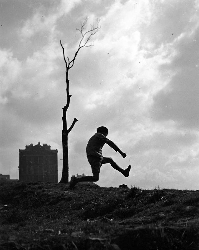 La poterne des peupliers, 1932