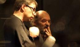 """Arvo Pärt (à droite) et le chef estonien Olari Elts, en pleine répétition de l'oeuvre """"Adam's Lament"""", le 3/11/11 au Centquatre à Paris © Richard Holding"""