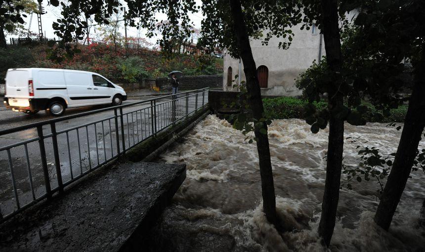 Rive De Gier, le 04 novembre 2014, le Gier et le Couzon commencent à déborder à certains endroits