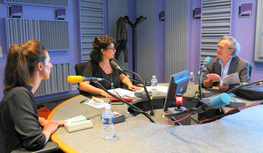 Quelques minutes avant studio 153... Anne-Hélène Dubray, Aline Pailler & Pierre Péju (de gauche à droite) Annick Haumier © Radio