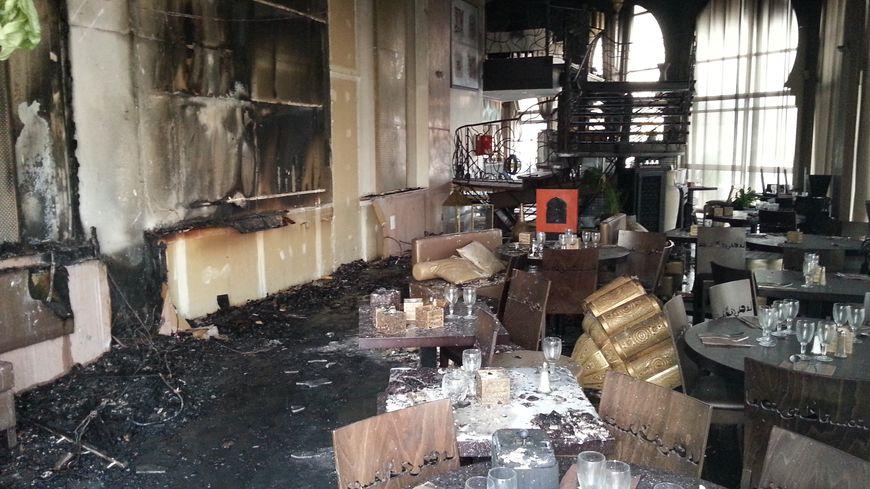 perpignan un restaurant du m ga castillet en partie d truit par un incendie. Black Bedroom Furniture Sets. Home Design Ideas
