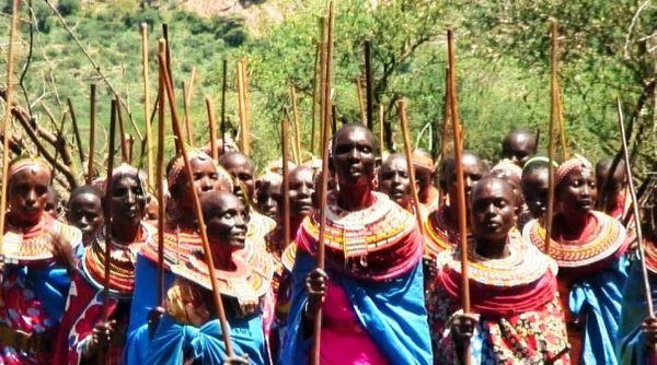 Chœur de femmes mariées (Samburu County, Kenya, 2012) © Giordano Marmone