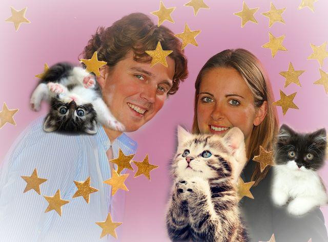 Alex et Charline entourés de chatons