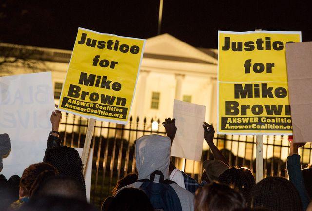 Ferguson : manifestation devant la Maison Blanche