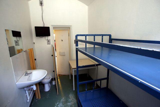 Une cellule pour deux à la prison de la Santé