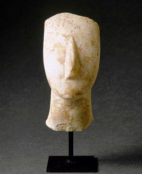 Tête de figurine aux bras croisés  Amorgos, Grèce