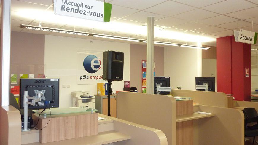 Une agence pôle emploi à Valence dans la Drôme. // Ne changez pas ce titre