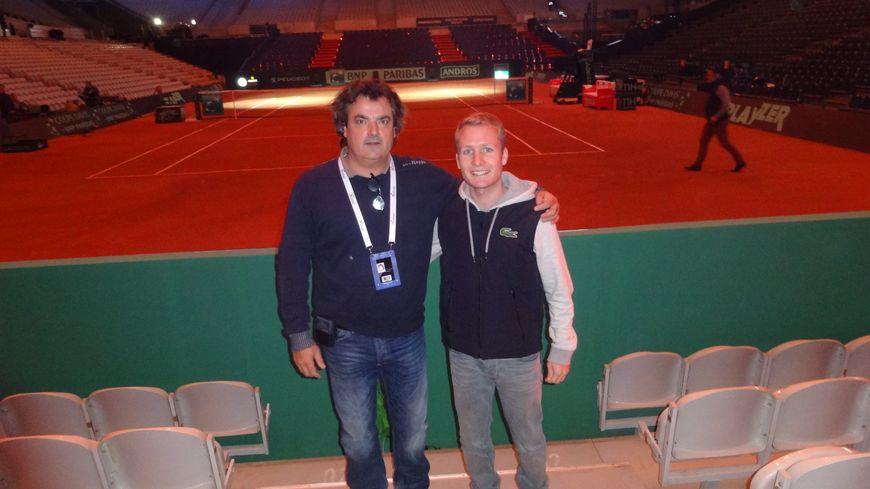 Le juge de ligne Benjamin Racine et Philippe Debas de la ligue de tennis de Franche-Comté