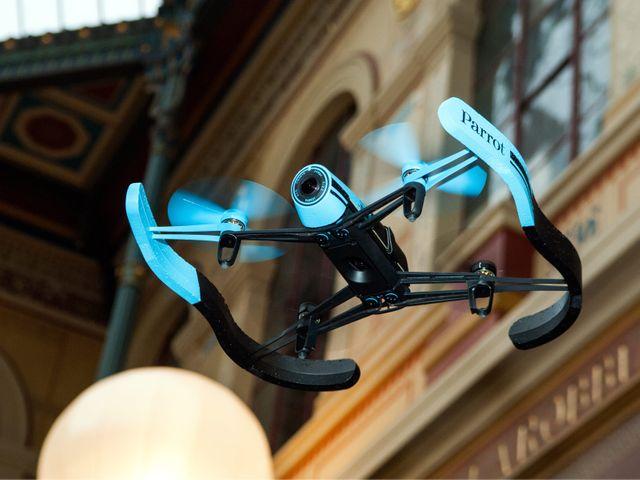 Au moins 5 drones ont survolé Paris