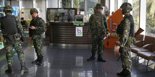 Militaires thailandais à la télé