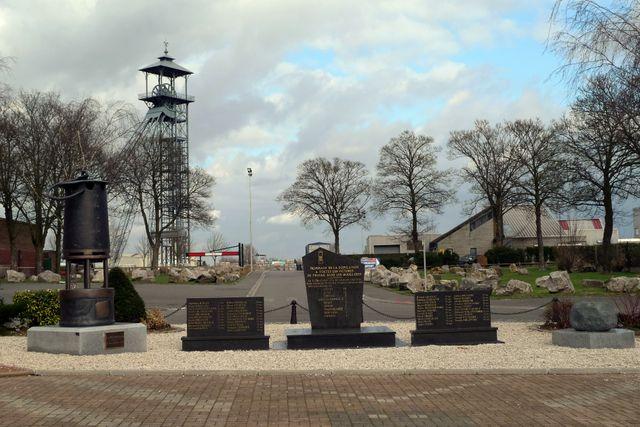 Le monument dédié au 42 mineurs disparus dans la mine en 1974 rue des six Sillons à Liévin