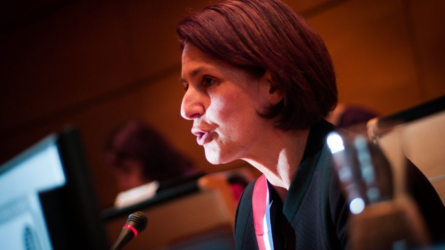 Marie-Noëlle Biguinet maire UMP Montbéliard parle à la tribune