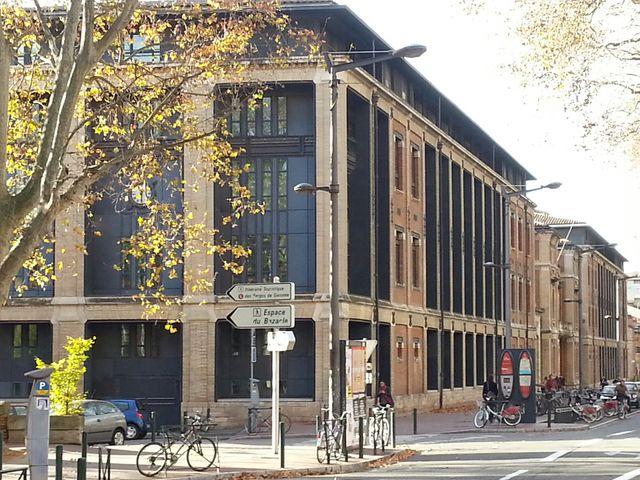 La Toulouse School of Economics est hébergée dans l'ancienne Manufacture des tabacs.