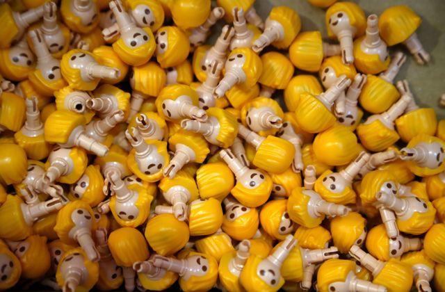 Dans l'usine Playmobil à Malte