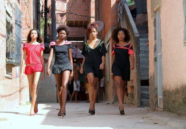 Jeunes mannequins de l'école de stylisme de Nadine Gonzalez