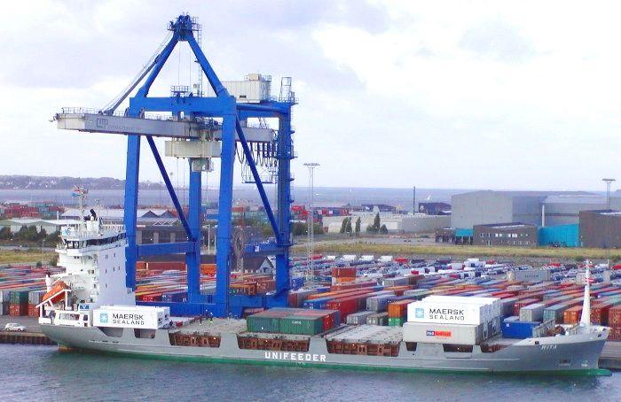 Porte-contenur de la flotte de Maersk (Danemark), photo prise à Copenhague en 2003