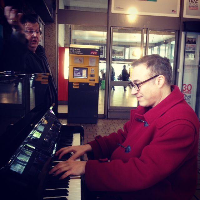 Le hasard d'une rencontre: JF Zygel et un voyageur passionné de poésie. Gare de Paris-Bercy, 18 nov, 13h20.