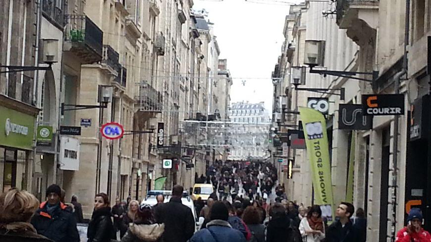 L'affluence des grands jours, rue Ste Catherine, à Bordeaux