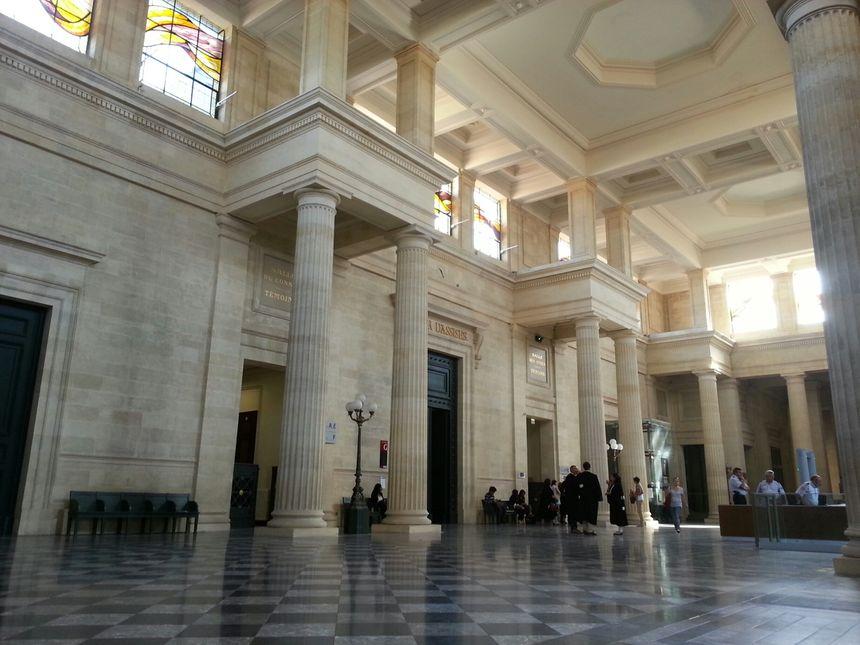 La salle des pas perdus du palais de justice de Bordeaux