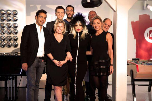 L'équipe de C à vous en compagnie de Lady Gaga