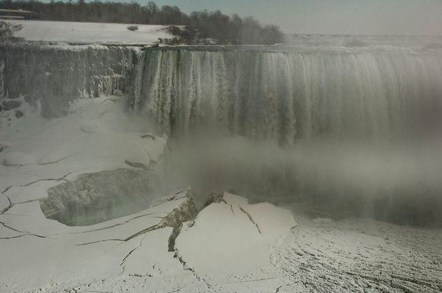 Chutes du Niagara par G Binet