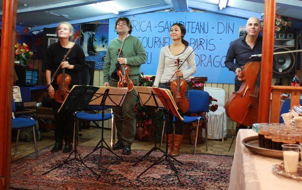 Le quatuor issu de l'Orchestre de chambre de Paris salue à l'issue du concert. (© Victor Tribot Laspière / France Musique)