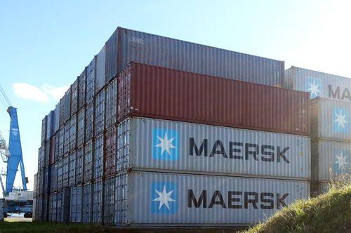 Containers dans le port de Brest