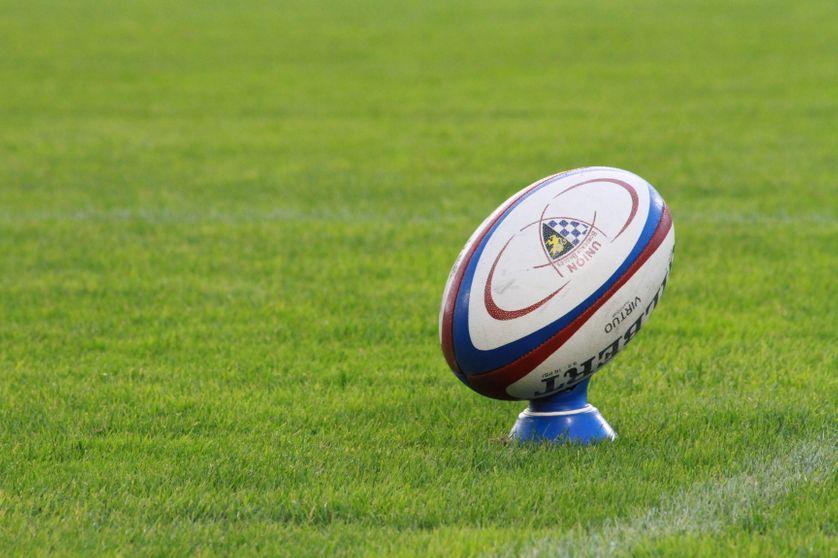 Un ballon de rugby au stade Chaban-Delmas de Bordeaux (illustration).