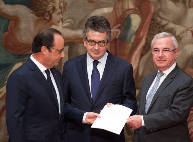 Alain Claeys et Jean Leonetti remettent leur rapport à François Hollande
