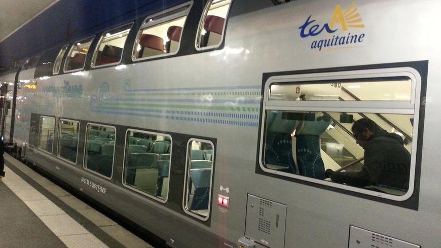 Le Régio 2N en gare de Bordeaux St Jean, juste avant son départ pour Arcachon