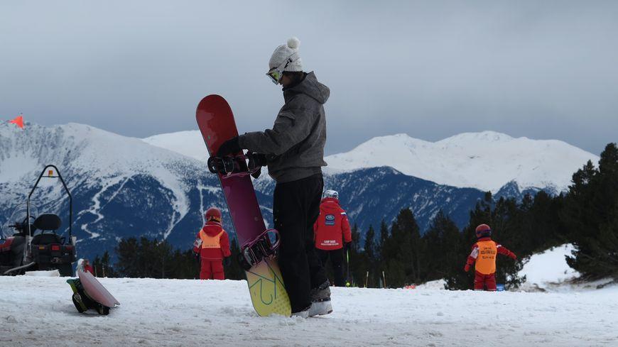 skieurs sur les pistes, photo d'illustration