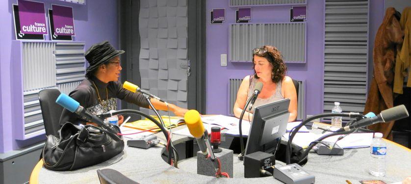 Pendant l'émission à France Culture, studio 153 ... Souria Adèle & Aline Pailler ( de gauche à droite )