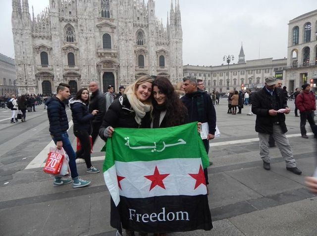 Vanessa Marzullo et Greta Ramelli à Milan place du Dome