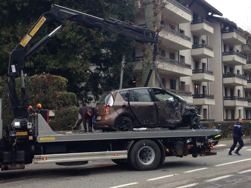 accident autocar voiture à St Martin d'Uriage - Isère - Un mort un blessé grave